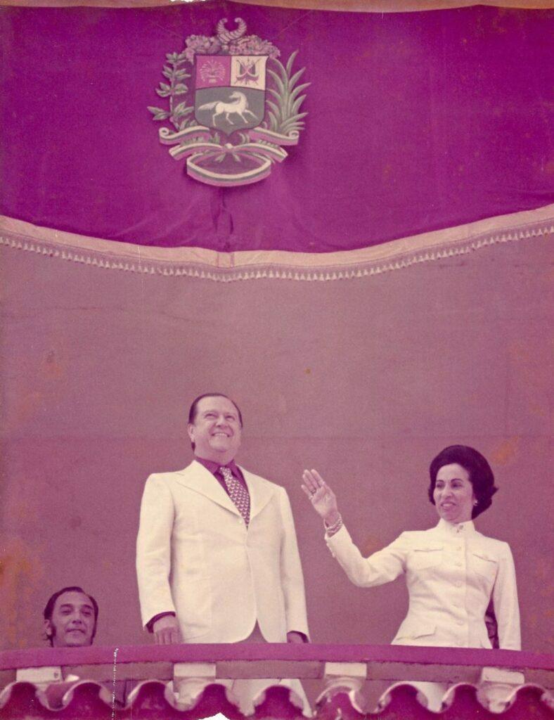 1974. Enero. Ovación a su entrada al palco presidencial del Nuevo Circo de Caracas.