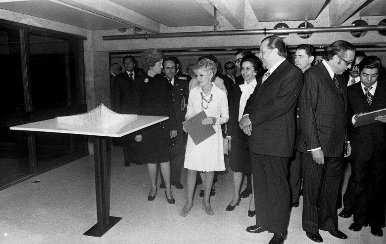 1974. Febrero, 20. Inauguración del Museo de Arte Contemporáneo en e Parque Central, Caracas, en compañia de Sofía Imber de Rangel y Gustavo Rodríguez Amengual.