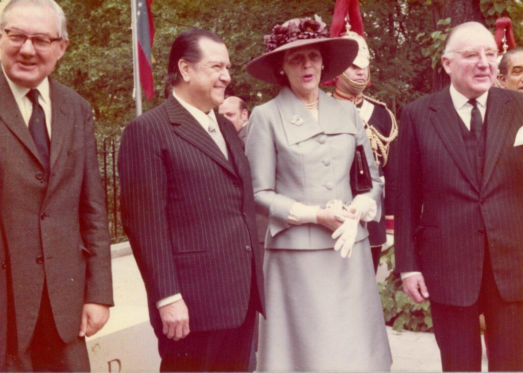 1974. Junio, 13. Inauguración de la estatua de Bolívar en Londres.