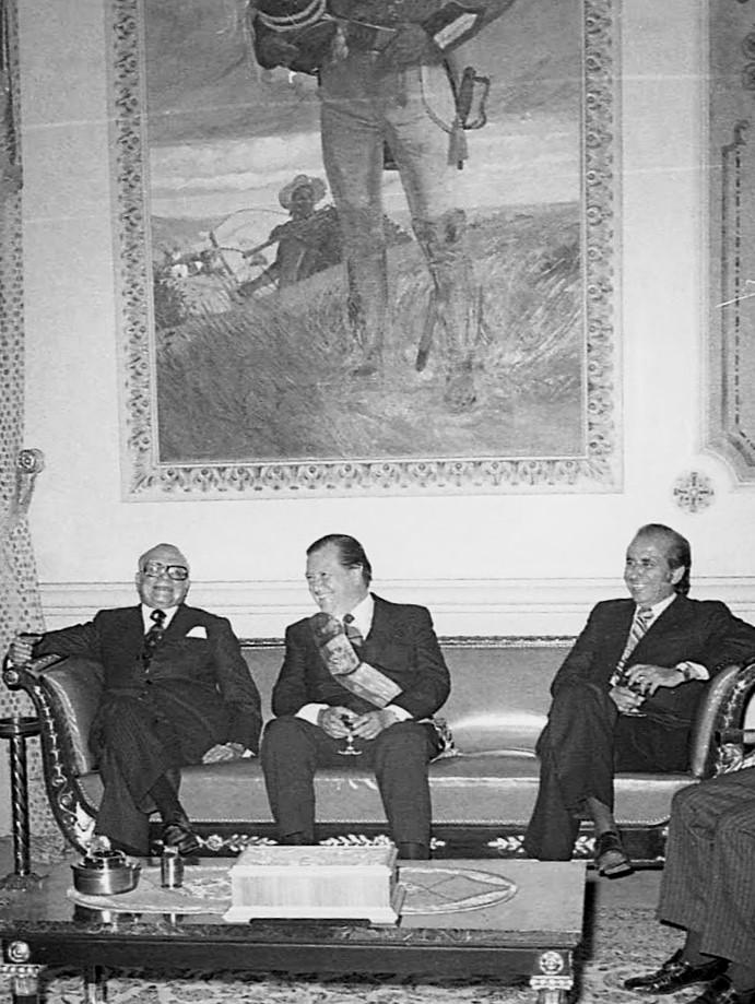1974. Marzo, 6. Después de presentar el Quinto Mensaje al Congreso Nacional es visitado en Miraflores por el ex presidente Rómulo Betancourt y el presidente electo Carlos Andrés Pérez.