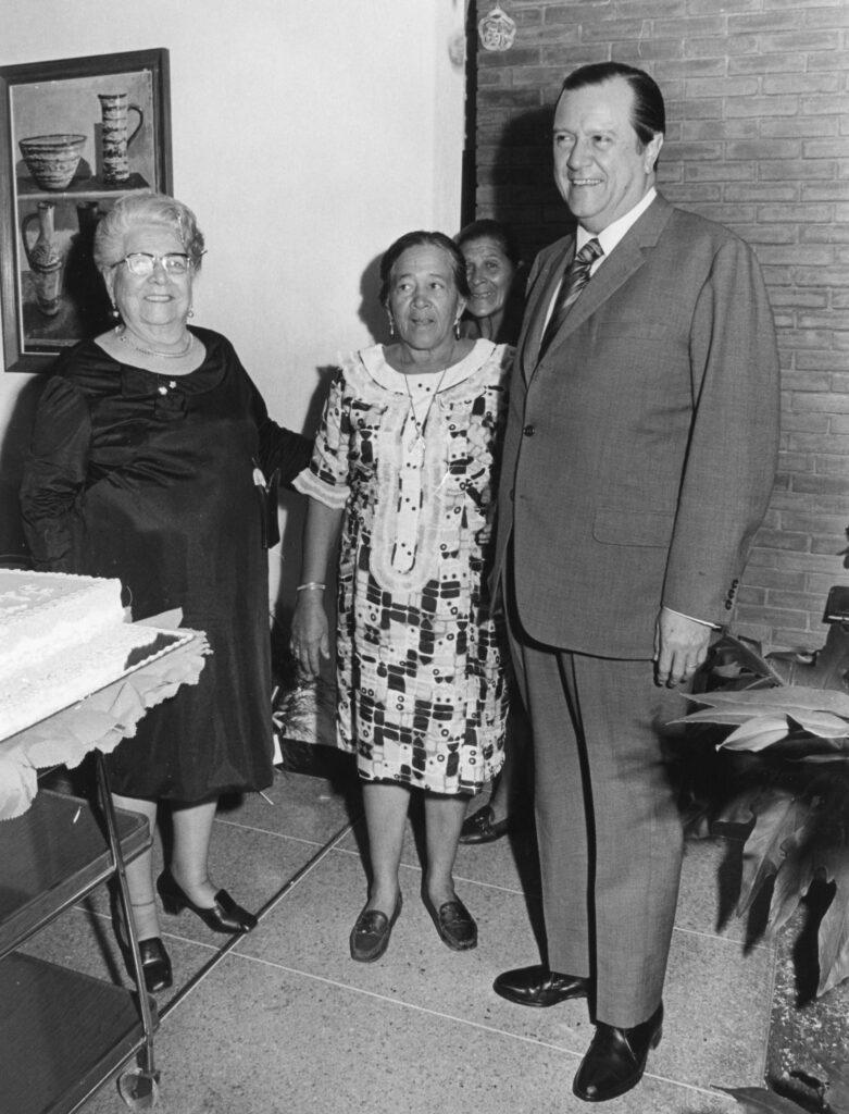 1974. Mayo, 26. Con Aminta Abreu, lider de COPEI en Yaritagua, estado Yaracuy, en el cumpleaños de María Eva Rodríguez de Liscano.