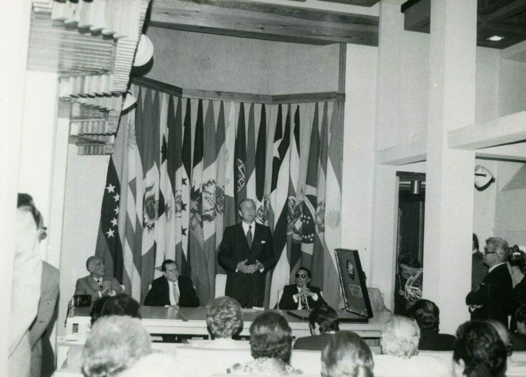 1974. Octubre. Durante una conferencia en Londres.