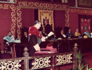 1980. Octubre, 1. Doctorado Honoris Causa en la Universidad de Deusto, Bilbao.