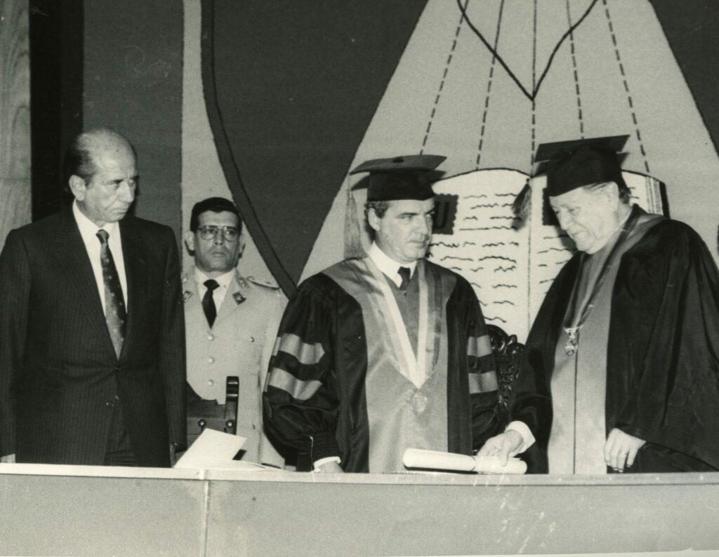 Como político me he seguido sintiendo un universitario (1990)