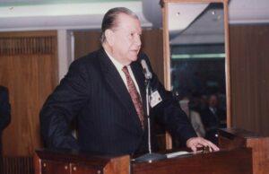 1991. Abril, 17. Primer Congreso Internacional de Derecho Material y Procesal del Trabajo, Santa Catarina, Brasil.
