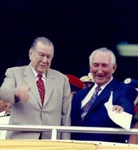 1994. Abril, 19. En el Clásico Presidente de la República, en el Hipódromo La Rinconada, acompañado por Rafael Alberto Rodríguez Navarro.