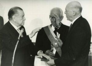 1994. Febrero, 2. Juramento del cargo como Presidente de la República en el Congreso Nacional, ante Eduardo Gómez Tamayo y Ramón J. Velázquez.