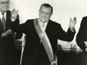 1994. Febrero, 2. Toma de posesión como Presidente Constitucional para el período 1994-1999 en el Congreso Nacional.