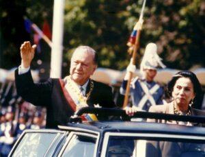 1994. Febrero, 3. Desfile militar con motivo de la toma de posesión de su segundo gobierno.