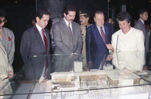 1994. Septiembre, 4. Visita al Foro Libertador, junto a Virginia Betancourt y Rafael Arráiz Lucca.
