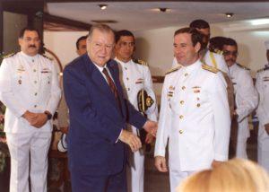 1994. Visita a buque de la Armada.