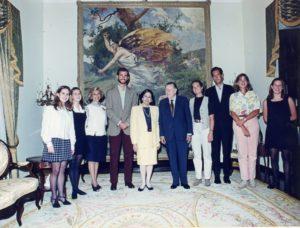 1995. Agosto, 25. Visita de la familia real española a La Casona, recibidas también por Mireya Caldera Pietri y Diana, Alicia y Mariana Caldera De Veer.