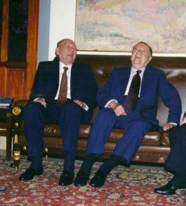 1995. Ameno encuentro con el presidente del Congreso Nacional, Eduardo Gómez Tamayo.