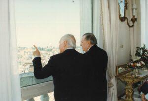 1995. Mayo, 5. Almuerzo ofrecido por el presidente de Italia, Oscar Luigi Scalfaro, en el Palacio del Quirinal, Roma.