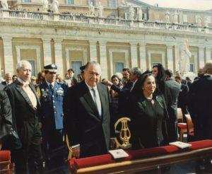 1995. Mayo, 7. Misa en la plaza San Pedro, Roma, el día de la beatificación de la Madre María de San José.