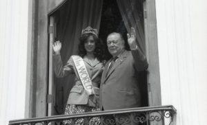 1995. Noviembre, 27. Visita de Miss Mundo, Jacqueline Aguilera.
