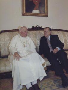 1996. Febrero, 9. Visita de SS Juan Pablo II a La Casona, salón Bolívar.