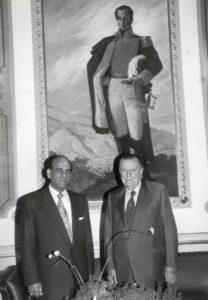 1996. Junio, 4. Almuerzo con Enrique Yéspica, presidente del Consejo Supremo Electoral en el Palacio de Miraflores.