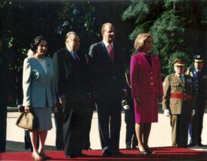 1996. Octubre, 24. Visita oficial a España. Recibimiento en el Palacio de la Zarzuela, con los Reyes de España