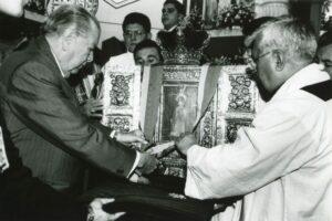 1997. Agosto, 15. Imposición del Gran Cordón de la orden del Libertador a la sagrada reliquia de la Virgen de Nuestra Señora de la Consolación, Táriba.