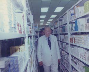 1997. Diciembre, 9. Inauguración de farmacia popular del Municipio San Francisco, Maracaibo, estado Zulia.