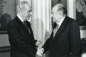 1997. Encuentro en el Palacio de Miraflores con el primer Ministro israelí Shimon Peres.