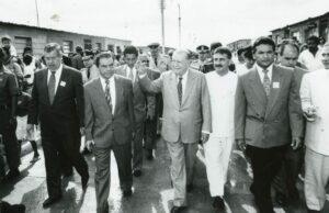 1997. Inauguración de viviendas de Fundabarrios en Portuguesa, acompañado por Julio Martí, Rafael Izquierdo e Iván Colmenares.