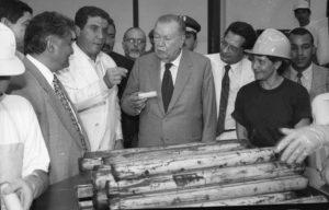 1997. Julio, 31. Inauguración de una fábrica de palmita en Tucupita, estado Delta Amacuro.