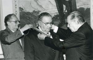 1997. Junio, 4. Imposición de la orden del Libertador, en grado de gran oficial, a José Angel Oropeza Ciliberto en el Palacio de Miraflores. Acompaña José Guillermo Andueza.