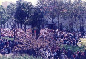 1997. Marzo, 13. Tercer Mensaje al Congreso Nacional, en las afueras del Palacio de Miraflores.