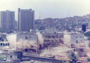 1997. Marzo, 16. Demolición del Retén de Catia en Caracas.
