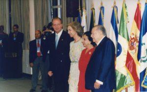 1997. Noviembre, 7. Llegada a la VII Cumbre Iberoamericana de los Reyes de España, Doña Sofía y Don Juan Carlos I, isla de Margarita.