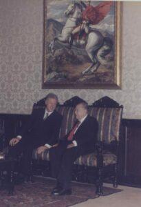 1997. Octubre, 13. Visita de Bill y Hillary Clinton a La Casona, en el Despacho Presidencial.