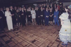 1997. Octubre, 13. Visita de Bill y Hillary Clinton a La Casona, en el Patio de recepciones baila Diana Patricia.