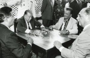 1997. Partida de dominó con Douglas Arroyo, Oscar Núñez y Antonio Picúa Marcano.