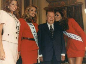 1997. Septiembre, 15. Visita a Miraflores de las finalistad del certámen Miss Venezuela, Veruzka Ramírez, Cristina Dieckman y Daniela Kosan.
