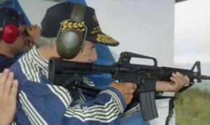 1998. Abril, 11. Práctica de tiro en la Gran Sabana.