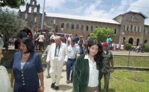 1998. Abril, 9. Días santos con su familia en Kavanayén, la Gran Sabana.