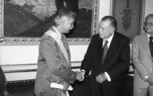 1998. Diciembre, 16. Inposición de la Orden Andrés Bello a Luis Castro Leiva.