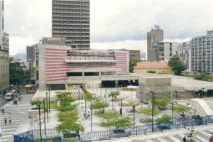 1998. Noviembre, 29. Inauguración de la Plaza Juan Pedro López, entre el BCV y el Ministerio de Eduacación, Caracas.