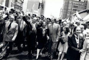 1999. Febrero, 2. Caminata de la Catedral al Congreso. Traspaso del mando presidencial.