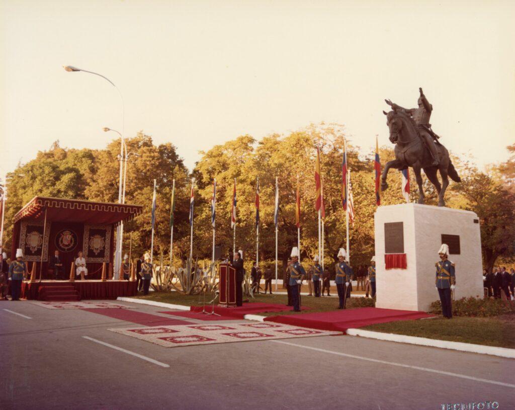 1981. Octubre, 11. Inauguración de la estatua ecuestre de Bolívar en Sevilla, España.