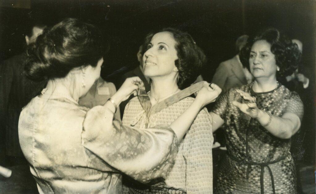 Alicia Pietri de Caldera en la Asociación Venezolana de Ejecutivos (1972)