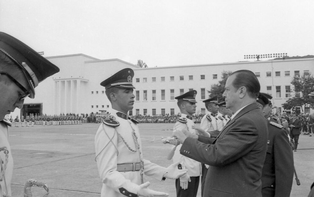 Rafael Caldera - 1969 Julio 7 Graduación Patio Escuela Militar