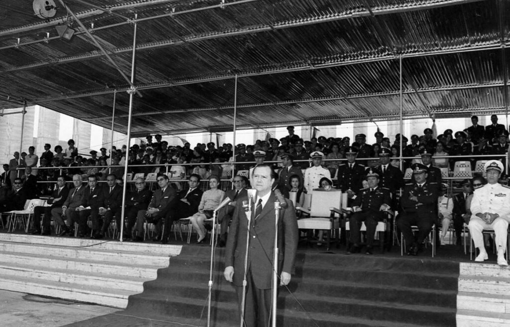 Rafael Caldera Fuerzas Armadas