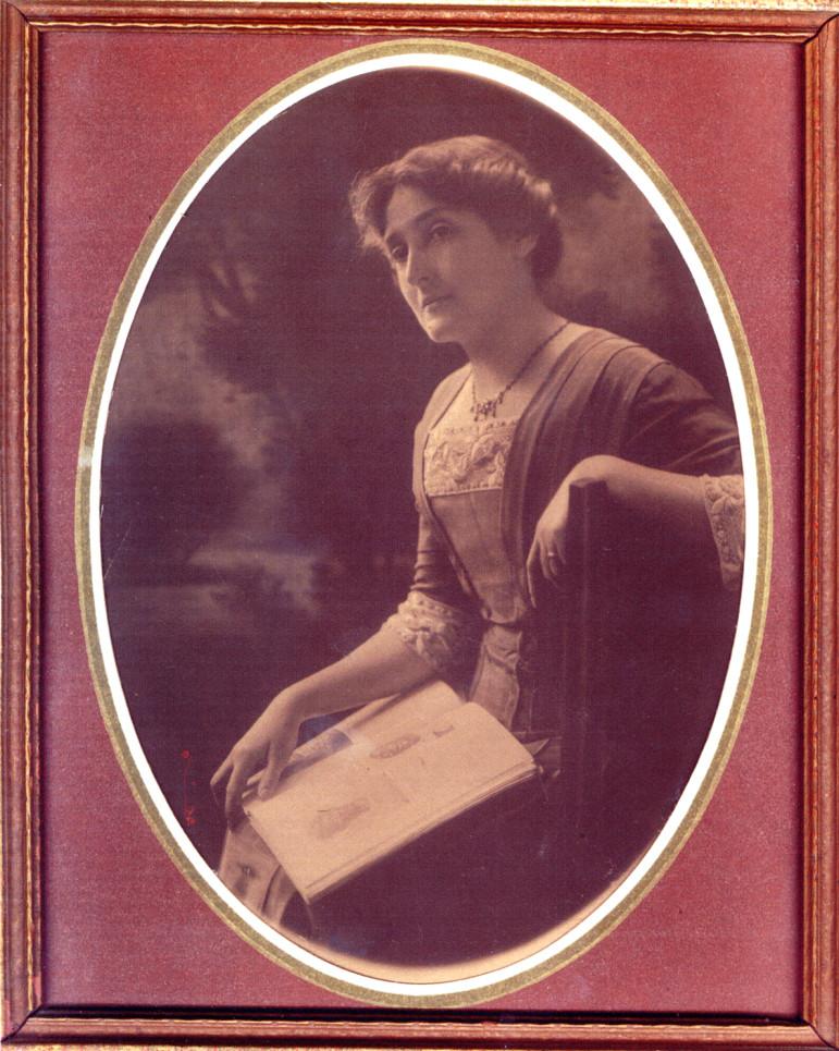 Undated photo of Elinor.