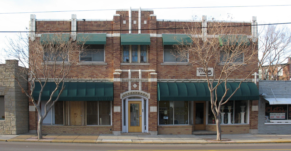 This image was made in January of 2006.  Note the awnings on the second floor windows.