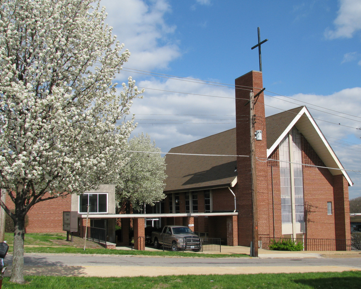 In 2007, the Crossroads Presbyterian Fellowship bought the attractive mid-century modern building from the Maplewood Christian Church seen here in this 2008 photo.