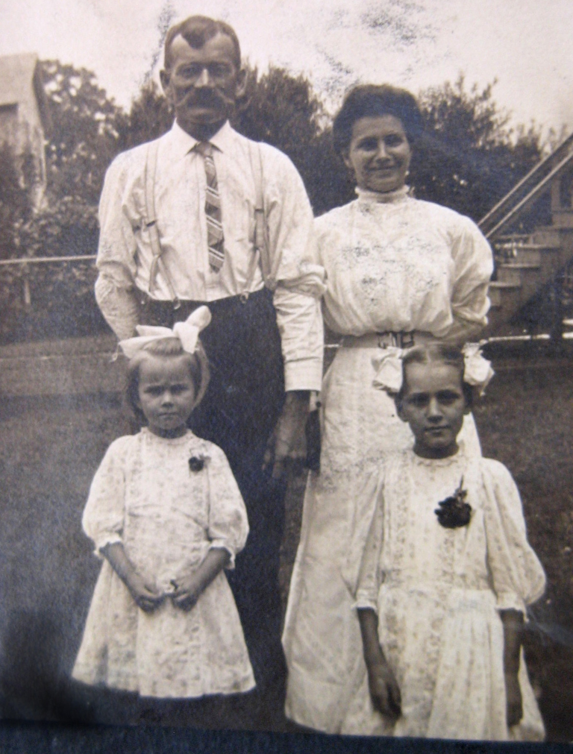 take a good look at this 1908 photo of the whole family.  Does William look familiar now?  Courtesy of Pat Baker.