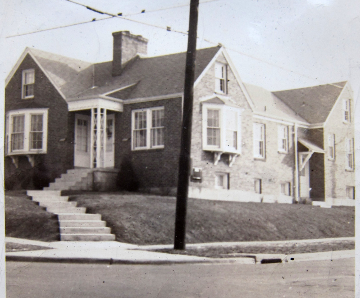 this photo shows more of the home.  I don't have an address.  Anyone recognize it?